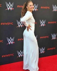 New Sport Illustrated Ronda Rousey 35 Ideas Ronda Rousey Body, Ronda Rousey Pics, Ronda Jean Rousey, Ronda Rousy, Rousey Wwe, Rowdy Ronda, Wwe Female Wrestlers, Female Athletes, Ufc Women
