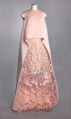Vestido de tafetán y plumas de Balenciaga (1967)