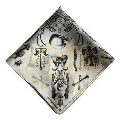 Pocket Square, Bones