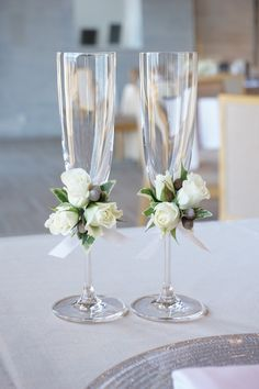 Floral Wedding Centerpieces Planning and Tips - Love It All Bride And Groom Glasses, Wedding Wine Glasses, Wedding Champagne Flutes, Wedding Table Centerpieces, Wedding Flower Arrangements, Diy Wedding Decorations, Centerpiece Flowers, Graduation Centerpiece, Candle Centerpieces