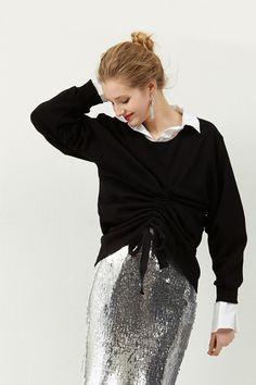 Cynthia Shirring Sweatshirt Discover the latest fashion trends online at storets.com  #sweatshirt #shirring #blacktop