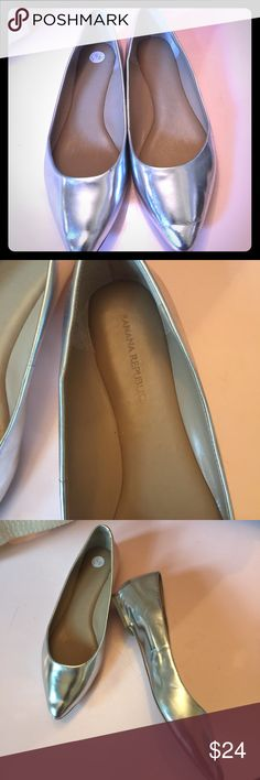 Silver Pointed Flat A cute slim Pointed toe  in silver metallic flat that pairs great with all of your sporty outfits. Great condition Banana Republic Shoes Flats & Loafers