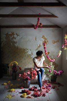 Valentine's bouquet garland diy Deco Floral, Arte Floral, Floral Design, Flower Yellow, My Flower, Pink Flowers, Flower Room, Exotic Flowers, Fresh Flowers