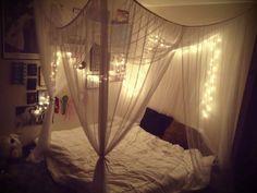 tela sobre cama