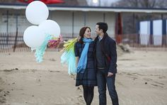 Chicago's Montrose Beach engagement photos with DIY Geronimo Balloons--by Emily Alt Photography