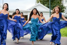 We love this action shot of the bridal party en route to the ceremony #blue