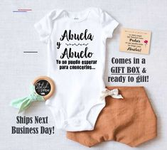 Spanish Pregnancy Announcement Onesie ® a Baby Reveal to Parents Grandparents Abuelos Grandma Grandpa Abuela y Abuelo in a Gift Box Baby Boys, Funny Babies, Cute Babies, Grandparent Pregnancy Announcement, Personalized Baby Clothes, Hipster Babies, Bobe, Coming Home Outfit, Boho Baby