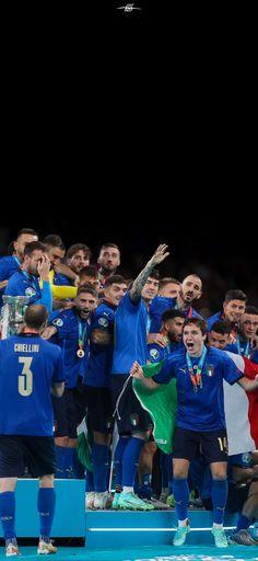 Italy National Football Team, Euro, Football Wallpaper, Champs, Soccer, Divergent, Hs Sports, Breakfast Nook, Italia