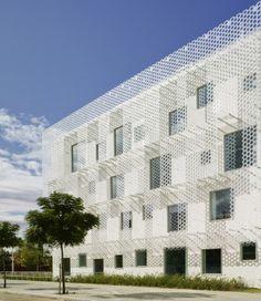 FEDA Confederation of Employers of Albacete Headquarters by Cor Asociados Arquitectos Building Skin, Building Facade, Building Design, Double Skin, Duplex, White Concrete, Concrete Walls, Facade Design, Facade Architecture