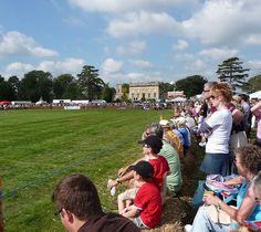 Main ring in front of Frampton Court, via Flickr.