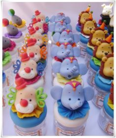 Risultati immagini per lembrancinhas fundo do mar biscuit Dumbo Birthday Party, Carnival Birthday, Vintage Circus Party, Circus Theme Party, Circus Cupcakes, Cupcake Cakes, Dulces Halloween, Circus 1st Birthdays, Fondant Toppers