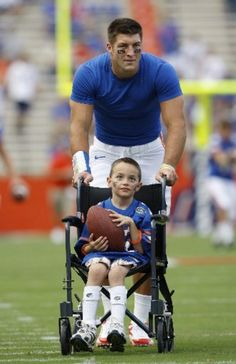 tim tebow.... this warms my heart.... the fortunate giving time and giving joy to the less fortunate....