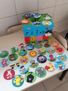 Back to School Themes Infant Activities, Educational Activities, Activities For Kids, School Decorations, School Themes, Cd Crafts, Diy And Crafts, Diy For Kids, Crafts For Kids