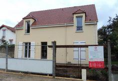 La #maison de Stéphanie et Pedro dans l'Essonne - modèle HISTOIRE de la gamme HOME CHRYSALIDE #House #MaisonsPierre #Maison