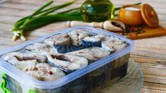 Малосольная скумбрия в масле: роскошный рецепт для любителей рыбы - interesno.win Green Beans, Seafood, Food And Drink, Cooking Recipes, Favorite Recipes, Snacks, Chicken, Vegetables, Soup