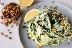 Courgetti met Spinazie, Avocado en Ricotta - OhMyFoodness No Carb Recipes, Healthy Recipes, Light Summer Meals, A Food, Good Food, Indonesian Food, Indonesian Recipes, Punch Recipes, Summer Recipes