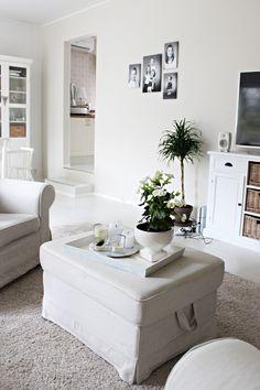 LA PETITE PRINCESSE: Tumpelolle sopivat ruukkukukat ja viherkasvit. / White home, livingroom interior