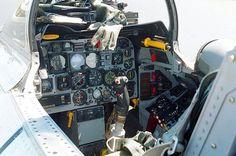 Cockpit F-100