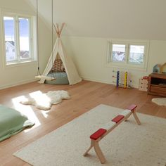 This Montessori toddler space in a home has lots of space for gross motor play. This Montessori toddler space in a home has lots of space for gross motor play. Montessori Toddler Bedroom, Montessori Toddler Rooms, Toddler Playroom, Montessori Toys, Montessori Materials, Waldorf Playroom, Toddler Toys, Girl Room, Girls Bedroom