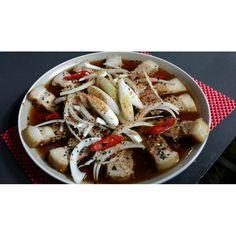 비오는 날에는 #간장수육 을 드세요~ 차가운 #사케 따뜻한 #사케 상관없어요! 마시면 #모찌리도후 가 서비스... #동경에서온주방장 에서 #비오는날  분위기 잡아보세요~너무 외로워 보이면 맛있는 요리 해드릴게요ㅋ 비오는날 빈자리 없는 #동경에서온주방장 으로 여러분을  초대합니다! #평촌역 #키키자케시 #사케소물리에 한테 추천받기 #연어사시미 최고!