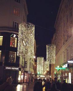 Fairytale town of Vienna, lit so pretty !  • •  #light #lights #decor #decoration #pretty #city #street #square #night #streetphotography #streetphotographer #vienna #wien #austria #europe #travelphotography #instavideo #videooftheday #shops #shopping #ho