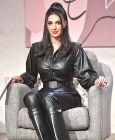 Black Leather Dresses, Black Faux Leather, Leather And Lace, Leather Pants, Leather Outfits, Latex Fashion, Fur Fashion, Womens Fashion, Shiny Happy People