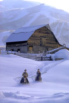 Colorado - Steamboat Springs - Cowboys coming from an Old Ranch Barn in Deep Snow Country Barns, Old Barns, Country Life, Cross Country, Country Living, Winter Szenen, Winter Season, Into The West, Snow Scenes