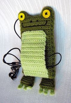 crochet iphone case pattern | Pattern on Ravelry: http://www.ravelry.com/patterns/library/frog ...