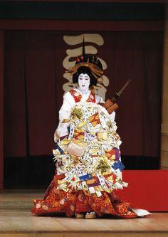 Japanese Film, Japanese Geisha, Japanese Kimono, Yukata, Japanese Family Crest, Kabuki Costume, Turning Japanese, Festivals Around The World, Silk Art
