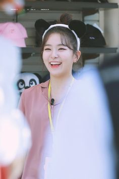 Can I say this is a cute pic ever of Seulgi Kpop Girl Groups, Korean Girl Groups, Kpop Girls, Red Velvet Seulgi, Red Velvet Irene, Park Sooyoung, Oppa Gangnam Style, Bff, Kang Seulgi