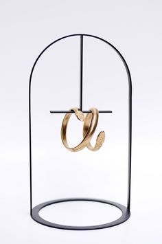 New jewerly stand design porte bijoux ideas Jewelry Hanger, Jewelry Stand, Navy Blue Wedding Cakes, Earring Display Stands, House Paint Interior, Stand Design, Window Design, Retail Design, Jewellery Display