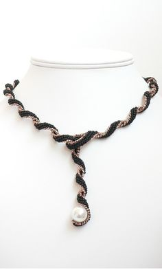 Single-Strand Necklace with Seed Beads and a Pearl - flat brick stitch, 2 sizes of beads. #seed #bead #tutorial