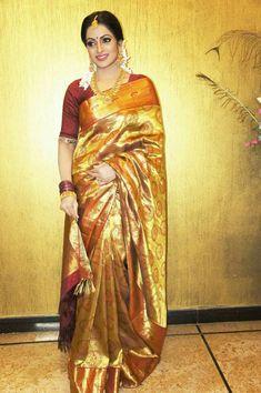 Anchor Udaya bhanu Gorgeous Stills In Silk Saree Bridal Sari, Bridal Dresses, Ethnic Fashion, Indian Fashion, Women's Fashion, Golden Saree, Pattu Saree Blouse Designs, Bengali Bride, South Indian Sarees