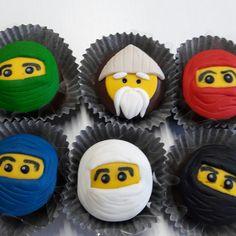 Mini pão de mel Ninjago Lego Ninjago, Ninjago Party, Lego Birthday, Happy Birthday, Birthday Parties, Chocolates, Ideas Decoracion Cumpleaños, Mickey Mouse Clubhouse, Holidays And Events