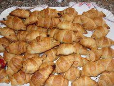 Mini croissant salati http://dirittierovesci.blogspot.it/2008/12/mini-croissant-salati.html
