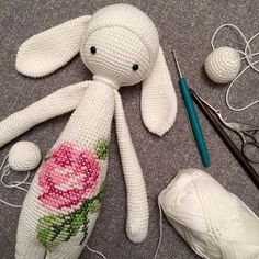 crochet crush : Lalylala, the best amigurumi dolls on the block! Crochet Animal Patterns, Crochet Doll Pattern, Crochet Bunny, Stuffed Animal Patterns, Crochet For Kids, Crochet Dolls, Doll Patterns, Amigurumi Patterns, Knit Crochet