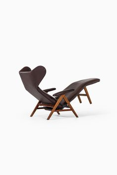 Rare reclining chair in mahogany and leather designed by Henry Walter Klein. Produced by Bramin møbler in Denmark. Available at Studio Schalling