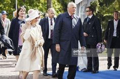 Queen Sonja of Norway (L) and King Harald V of Norway arrive at the Sibelius monument during the visit of the Nordic heads of state in Helsinki on June 1, 2017. Nordic heads of state are visiting Finland to celebrate the centenary of Finland's independence. The actual date of the 100th independence day is on the 6th of December 2017.  / AFP PHOTO / Lehtikuva / Roni Rekomaa / Finland OUT        (Photo credit should read RONI REKOMAA/AFP/Getty Images)