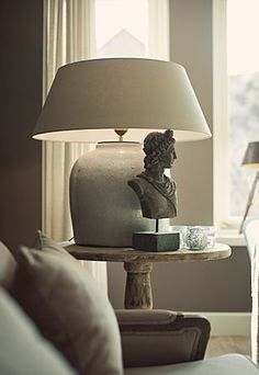 love the lamp and statue together