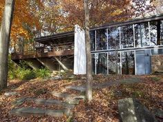 Richard Neutra's Pitcairn House. See more Neutra houses clicking on the image.