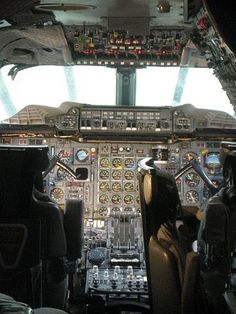 Concorde Cockpit!!.... My dream was to fly this amazing bird. It will just have to stay a dream!