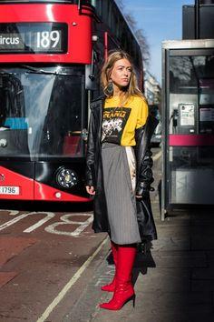 Street style at London Fall / Winter Fashion Week - Source by fashion 2018 Street Style Fashion Week, Street Style Outfits, La Fashion Week, Fashion 2018, Look Fashion, Autumn Fashion, Womens Fashion, Fashion Trends, Latest Fashion