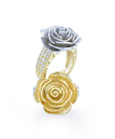 Feel the warmth radiating from yellow gold jewellery this spring
