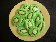 10 Felt kiwi slices in a zipper brown kiwi