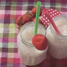 strawberry & banana milkshake, this is how I imagine a perfect saturday morning
