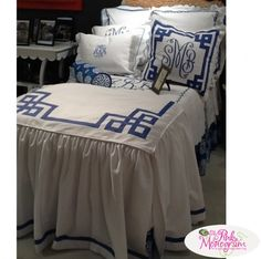 Custom Bed Coverlet Jane Wilner Bedding This gorgeous bedding from Jane Wilner Designs is luxury at it's finest. You'll find it a clean and fresh Coverlet Bedding, Linen Bedding, Bed Linens, Custom Bedding, Comforter Sets, King Comforter, White Bedding, White Linens, Neutral Bedding