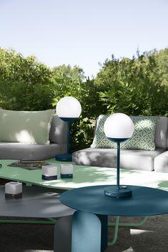 Combo Design is officieel dealer van Fermob ✓ Jouw tuinverlichting van Fermob makkelijk te bestellen ✓ Gratis verzending (NL) ✓ Snelle levertijd Decoration, Lighting, Deco Design, Rue, Home Decor, Table, Gardens, Modern Lamps, Bed Reading Light