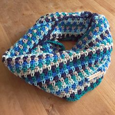Gehaakte colsjaal granietsteek By Claire nr 2 (gratis patroon) crochetchristmasgarland Col Crochet, Crochet Snood, Crochet Kids Scarf, Fingerless Gloves Crochet Pattern, Crochet Baby Boots, Crochet Baby Beanie, Crochet Shawls And Wraps, Crochet Scarves, Crochet Clothes