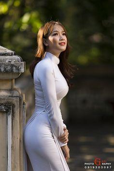 Thương nguyễn by gabi pham Sexy Asian Girls, Sexy Hot Girls, Vietnam Girl, Ao Dai Vietnam, Vietnamese Dress, Beautiful Asian Women, Pretty Asian, Traditional Dresses, Asian Fashion