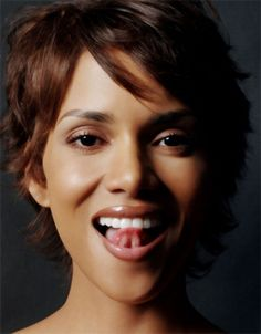 Halle Berry by Jason Bell beautiful but a insane person Halle Berry Sexy, Estilo Halle Berry, Halle Berry Images, Pictures Of Halle Berry, Halle Berry Style, Beautiful Celebrities, Most Beautiful Women, Beautiful Actresses, Halley Berry